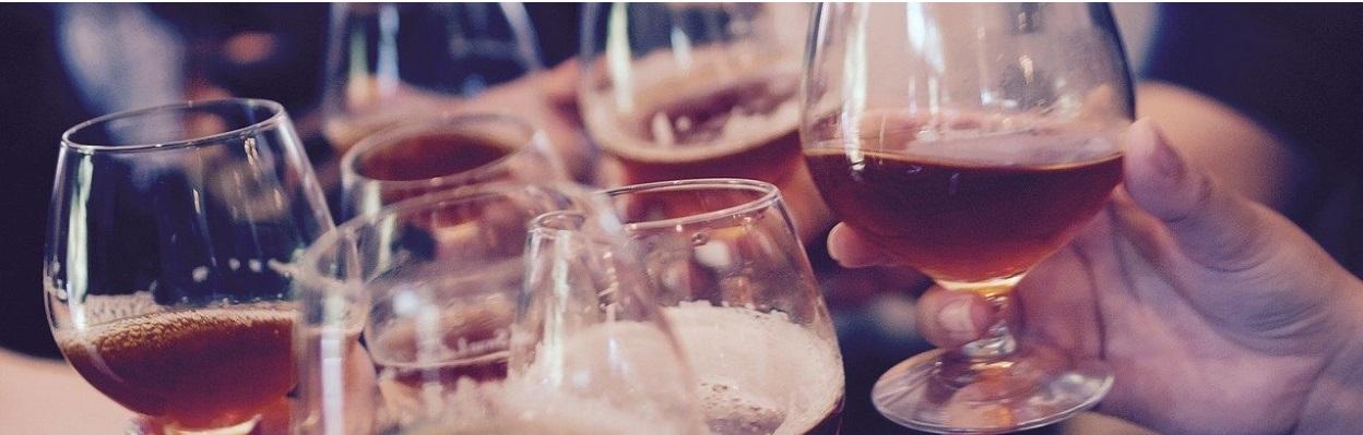 kieliszki z piwem